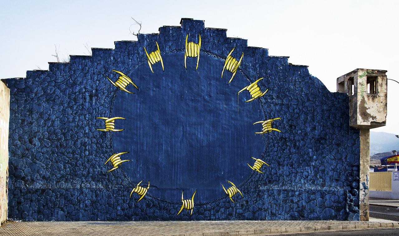 Wandbild Stacheldraht als Europaflagge in Melilla